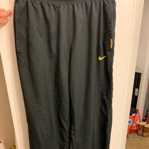 Men's Nike L great condition workout pants/sweats.